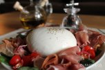 Burrata Amore Mio https://pastaandco.wordpress.com/2013/07/07/burrata-amore-mio/